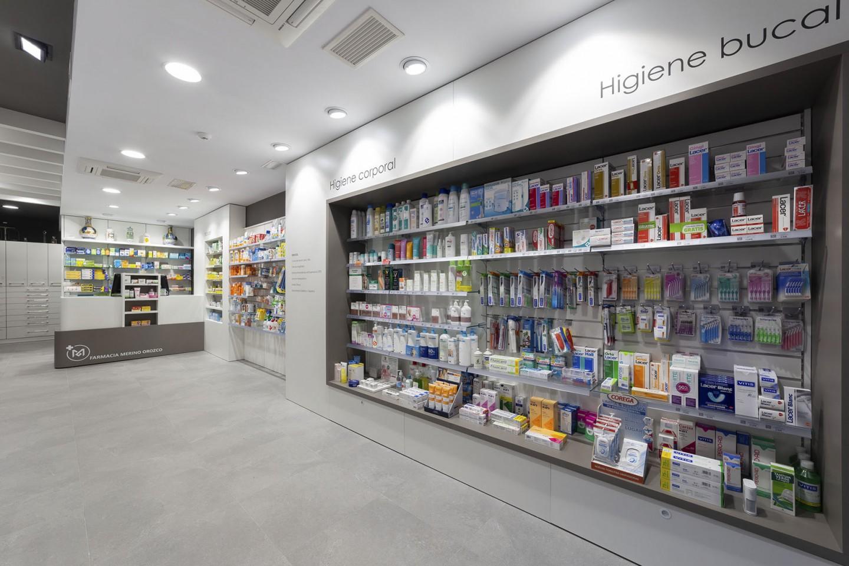 Decoración de farmacia espacio diáfano
